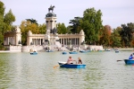 Lake in Parque de Retiro